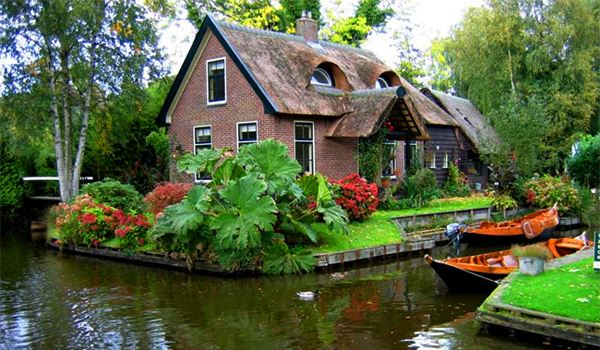 giethoorn the netherlands small venice of the north