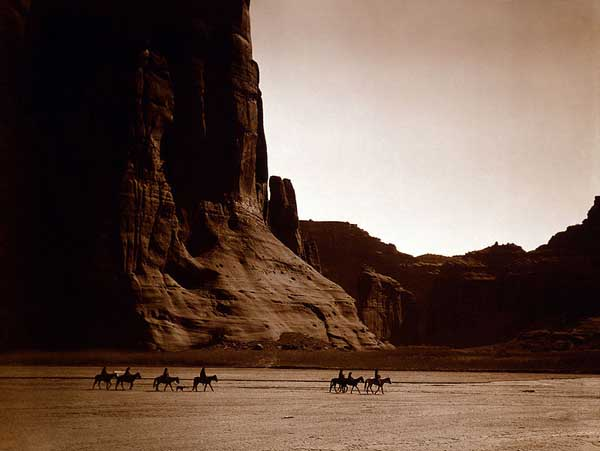 798px-Canyon_de_Chelly,_Navajo