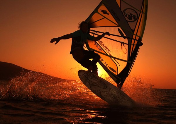 Sunrise_windsurfing_by_blindrider
