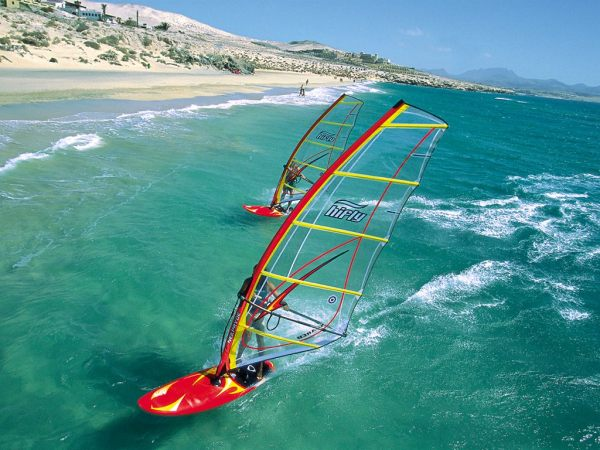 Windsurfing_on_a_beautiful_beach