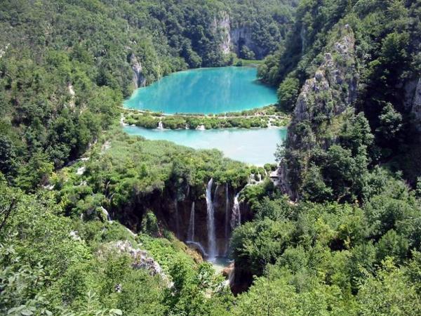 azure-green-lakes-plitvice-croatia