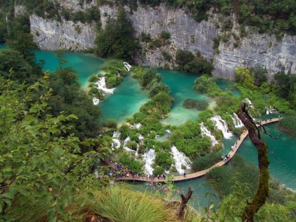 beautiful-green-blue-water-plitvice-lakes-national-park-croatia