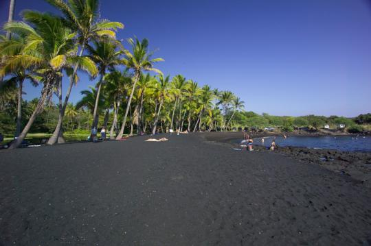 black sand punalu'u beach