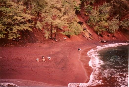 red sand beach2_1