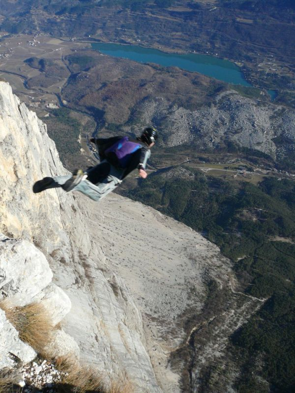 steph-wingsuit-BASE-brento
