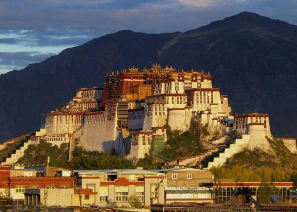 07_SH109776_Potala_Palace_at_Dawn