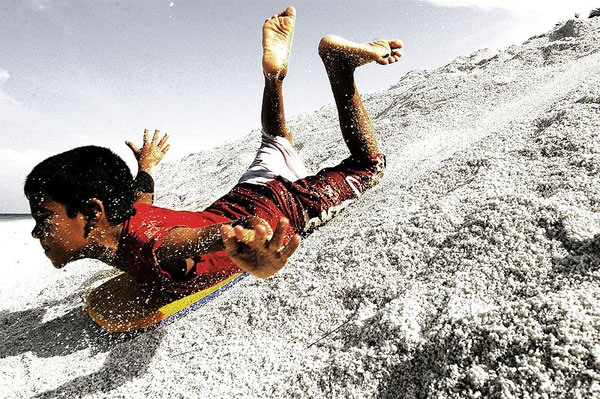 800px-Sandboarding_in_maldives
