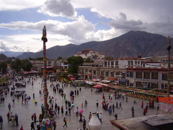 barkhor_square_near_jokhang_big