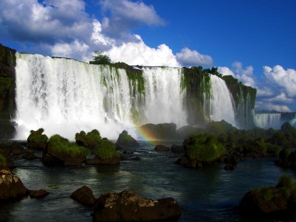 iguazu_falls_by_Mauricioluis