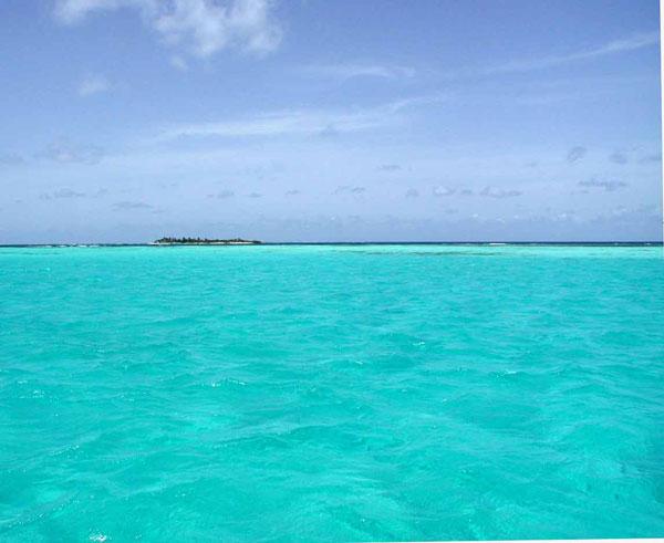 Karibik-Yacht-Charter-Tobago-Cays-Farbe-des-Meeres