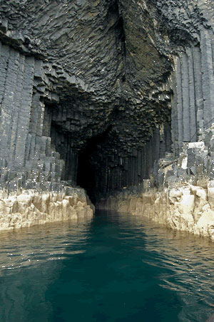 Fingal's-cave2
