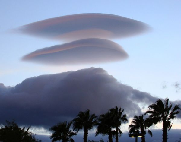 lenticular clouds palmtrees