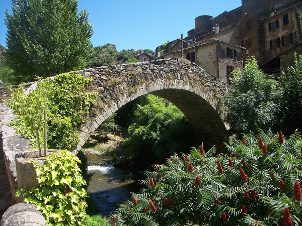 Brousse-le-Chateau-village-bridge