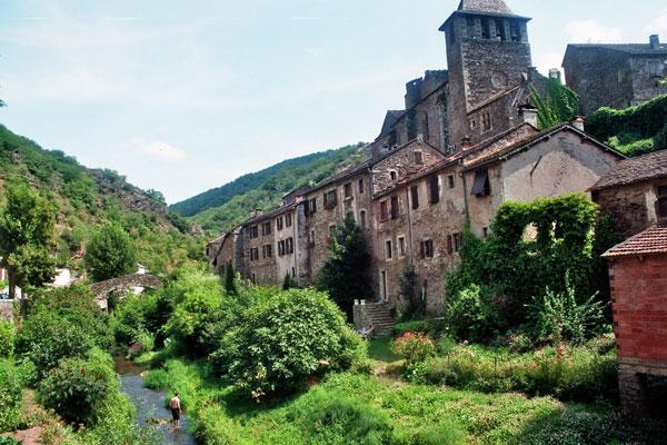Brousse-le-Chateau-village