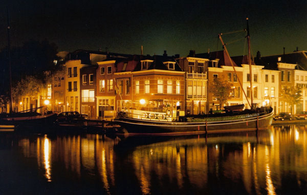 Leiden-the-netherlands-at-night