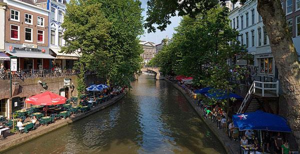 Utrecht_Canals_-_July_2006