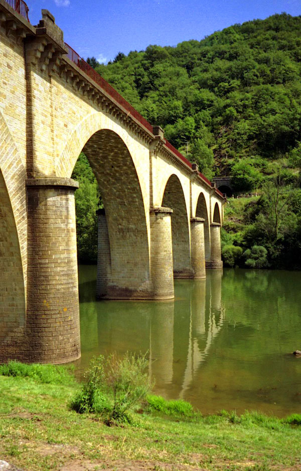 bridge-village-brousse-le-chateau