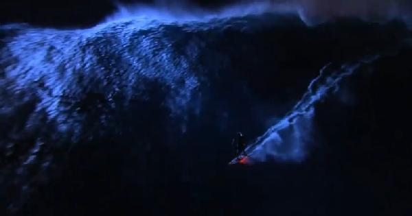 night surfing tourismontheedge