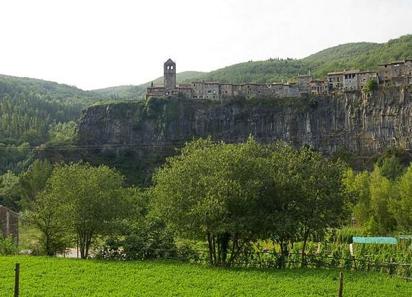 Castellfollit_de_la_Roca_-_Església