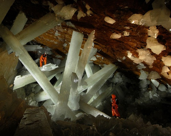 Crystal-Cave-of-the-Giants