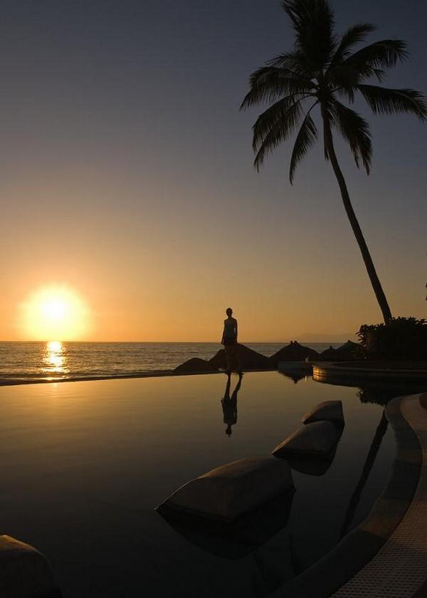Infinity Pool Tourism on the Edge10