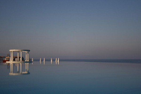 Infinity Pool Tourism on the Edge11