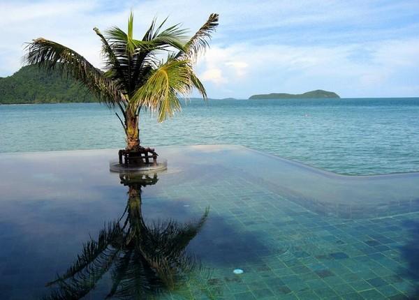 Infinity Pool Tourism on the Edge19