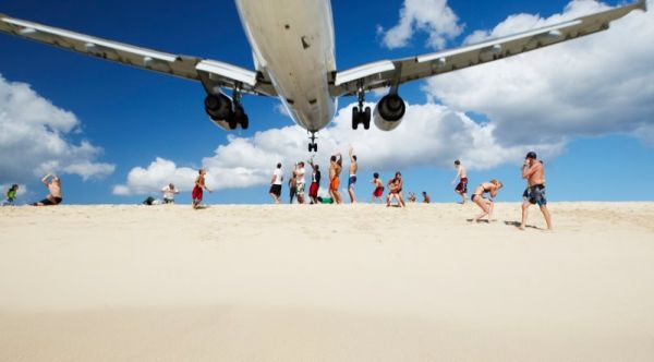 plane_maho beach