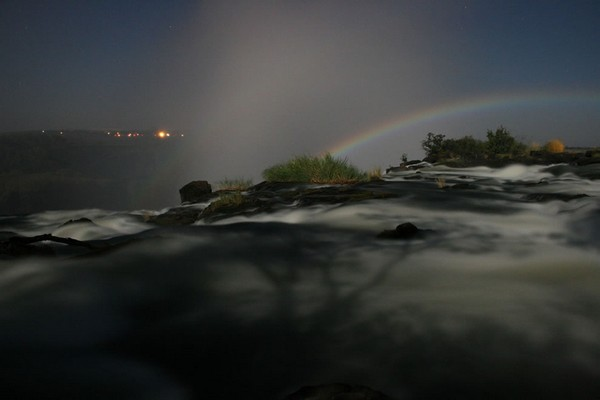 Lunar-rainbow-over-Victoria-Falls