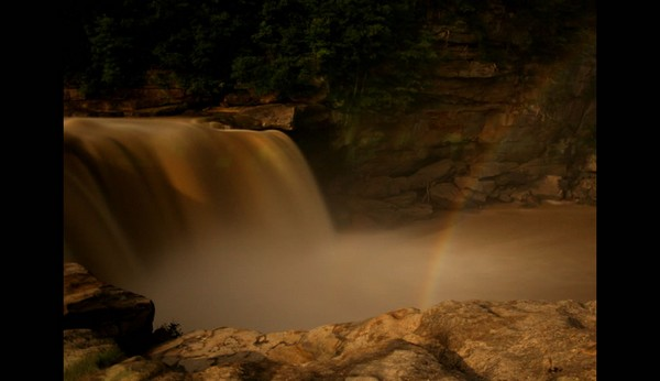 Moonbow-Cumberland-Falls-KY