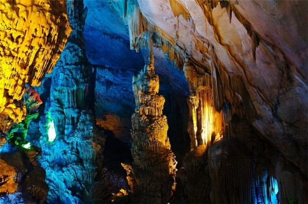 Reed_Flute_Cave_China_08-728x483