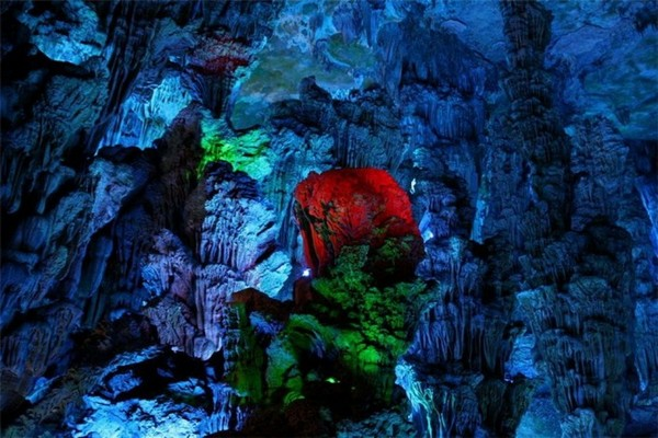 Reed_Flute_Cave_China_11-728x485
