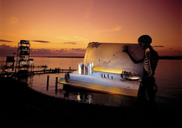 Verdi The-Masked-Ball opera stage Bregenz