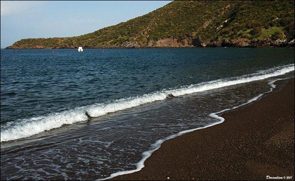 black-sand-beach-Spiaggia-N