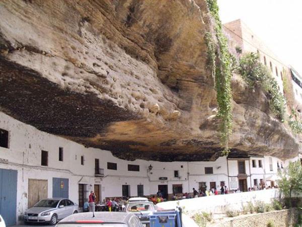 setenil-city-under-rock unusual architecture