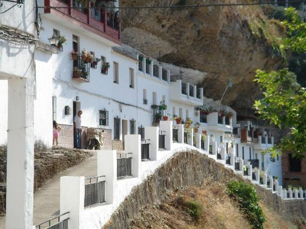 setenil-city-under-rock-unusual-place