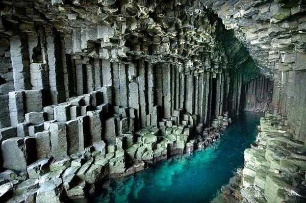 fingel`s cave 2