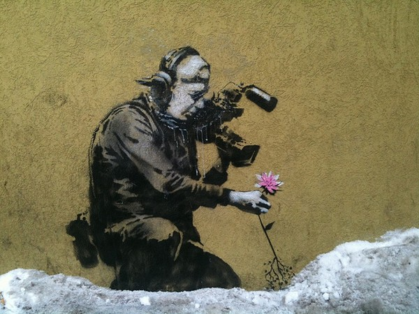 Banksy, Cameraman and flower