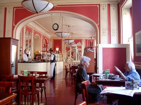 Café Louvre 2