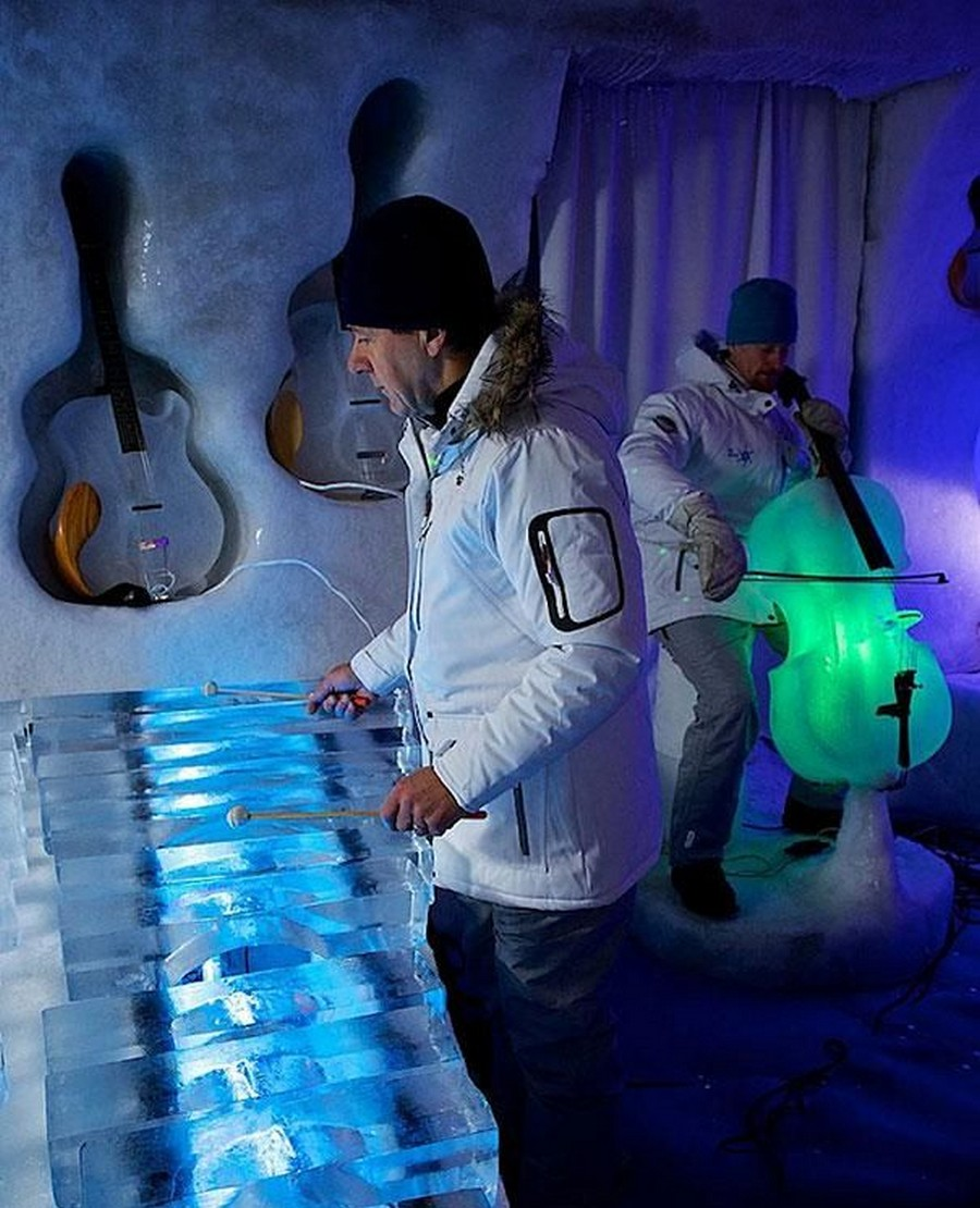 orchestra-played-their-enchanting-music-with-instruments-made-of-ice