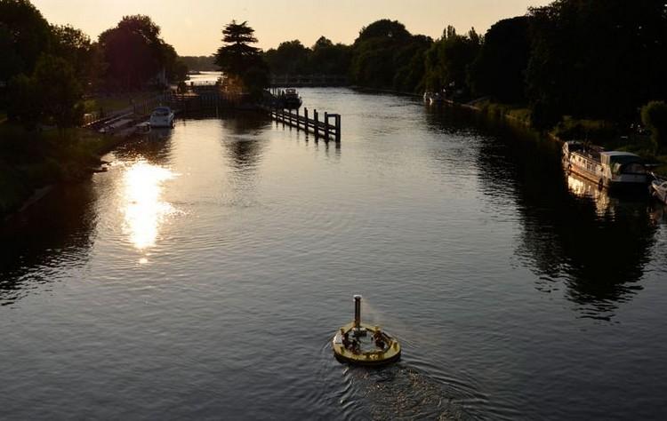Hut Tug on Thames
