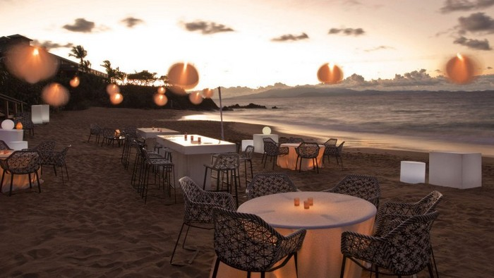 Beautiful-Sunset-Beach-Party-Dining-Table