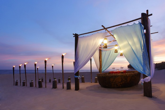 romantic_beach_dining