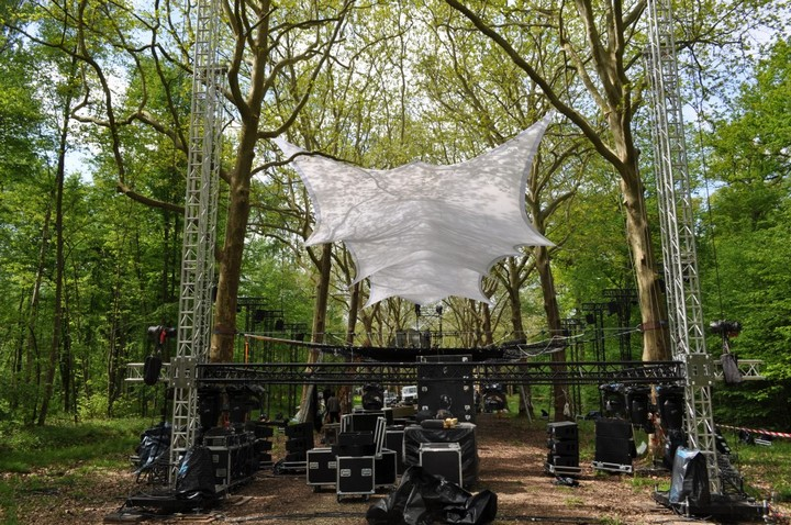 Treetop screening cinema, Paris, France