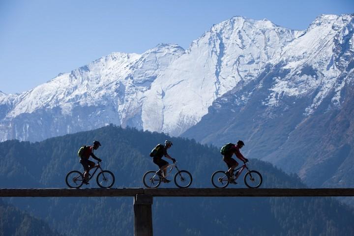 mountain biking himalayas
