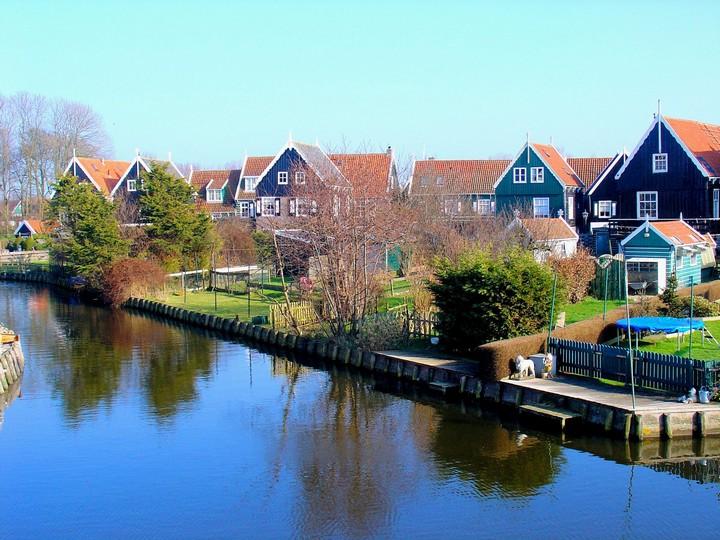 marken village
