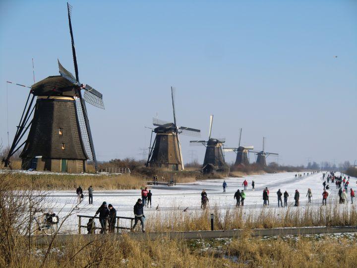 kinderdijk holland in winter