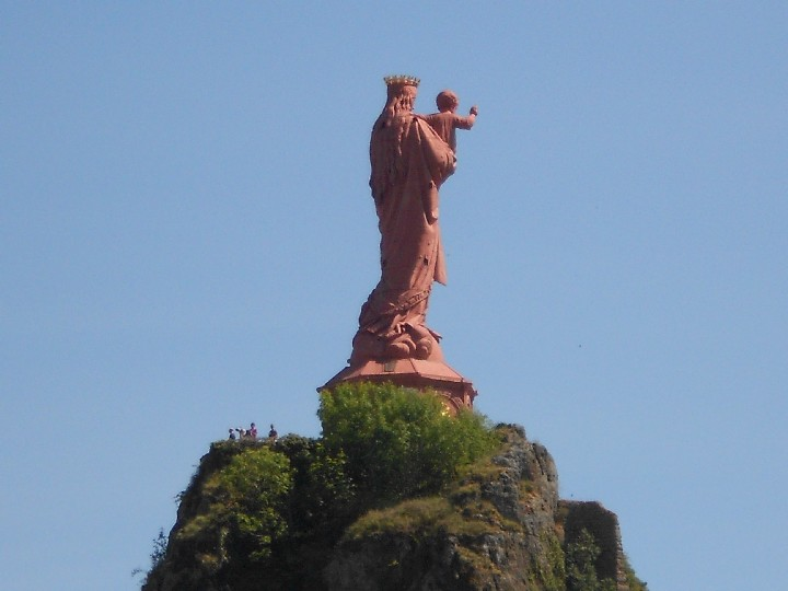 Giant-Virgin-Mary-statue-in-Le-Puy