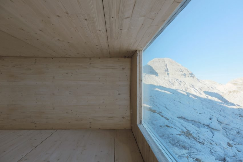 modern alpine shelter (6)