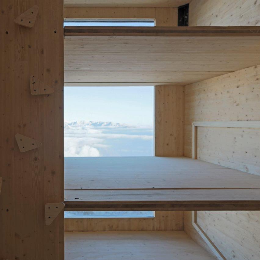modern alpine shelter (8)